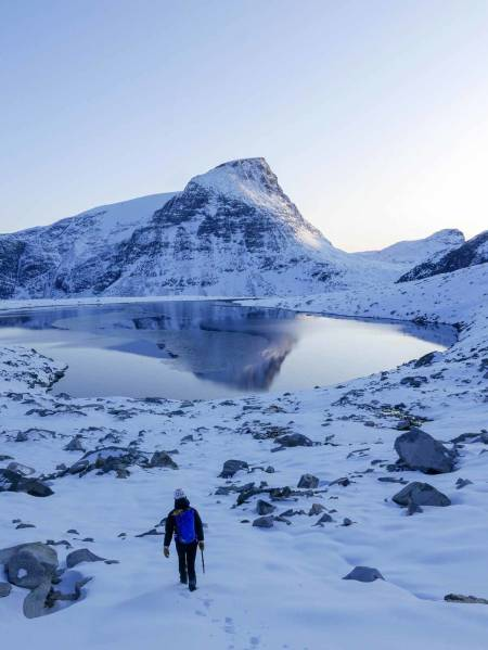 Returen var vakker. Men gjorde veldig vondt. I bakgrunnen ser man Dordinakken som også har stort potensiale for vinterjoiking. Foto: Kjetil Grimsæth.