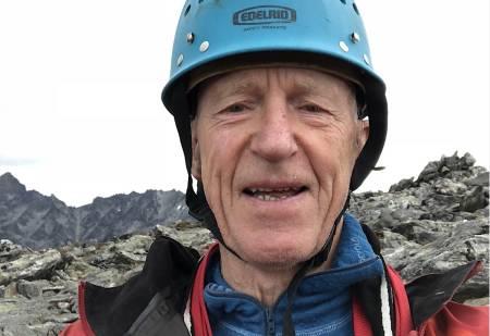 Ralph Høibakk på Romsdalshorn, opp Nordveggen – uten tau. Foto: Selvportrett