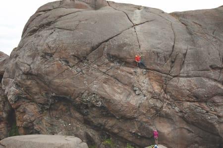 Kryss i veggen: Sigurd Nordeide-Felde funderer på løsningen på Ayers Rock (6+). Foto: Dag Hagen