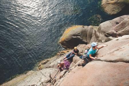 Ved vannet: Turid Skrede på Lost in Paradis (5), Paradiset, Kalle. Foto: Jonas Dahlstrup