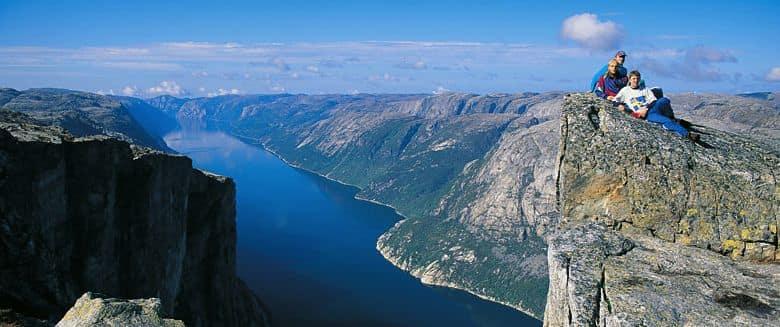 Lysefjorden fra Kjerag. Foto: Wikipedia/Ove Hetland