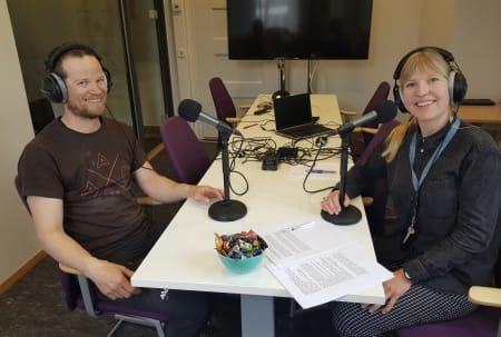 Thomas Meling er med i Værpodden sammen med statsmetereolog Rebecca Roggentin.  Foto: Kristin Seter