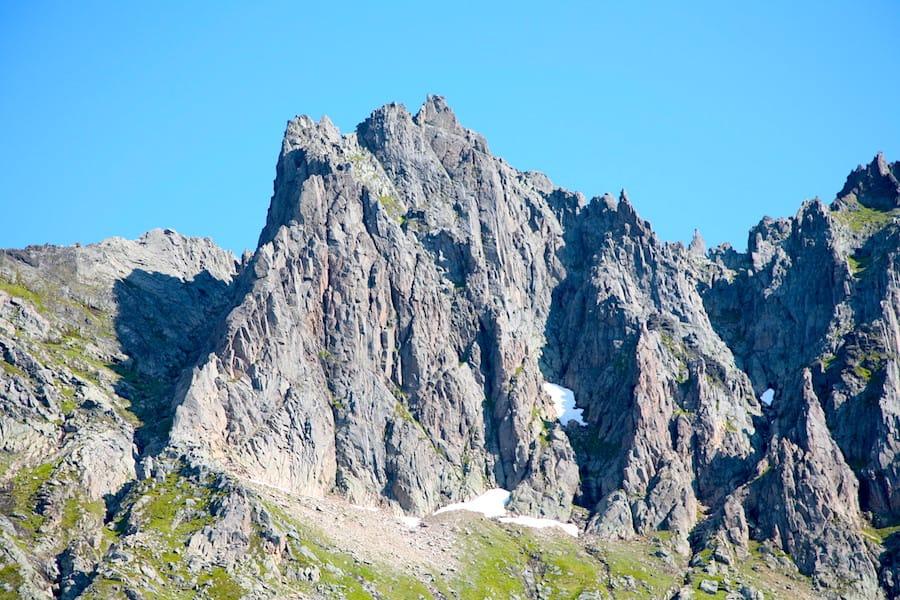 Vakre fjell i Molladalen. Foto: Sunnmorsk-klatreklubb.no/tag/jonshornet/