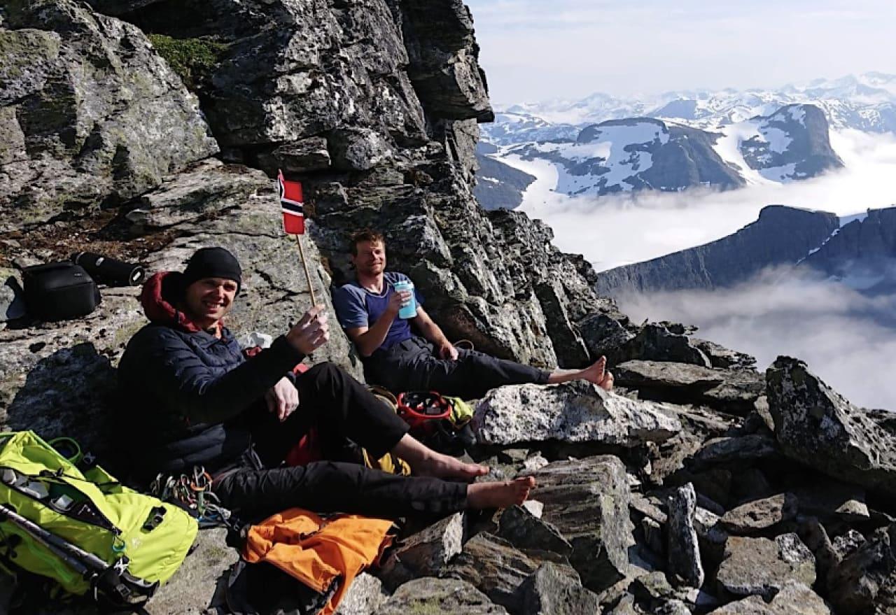 Toppglede på Lars Mjaavatn og Eivind Nordeide etter å ha klatret Norskeruta i Trollveggen. Foto: Matti Bernitz Pedersen