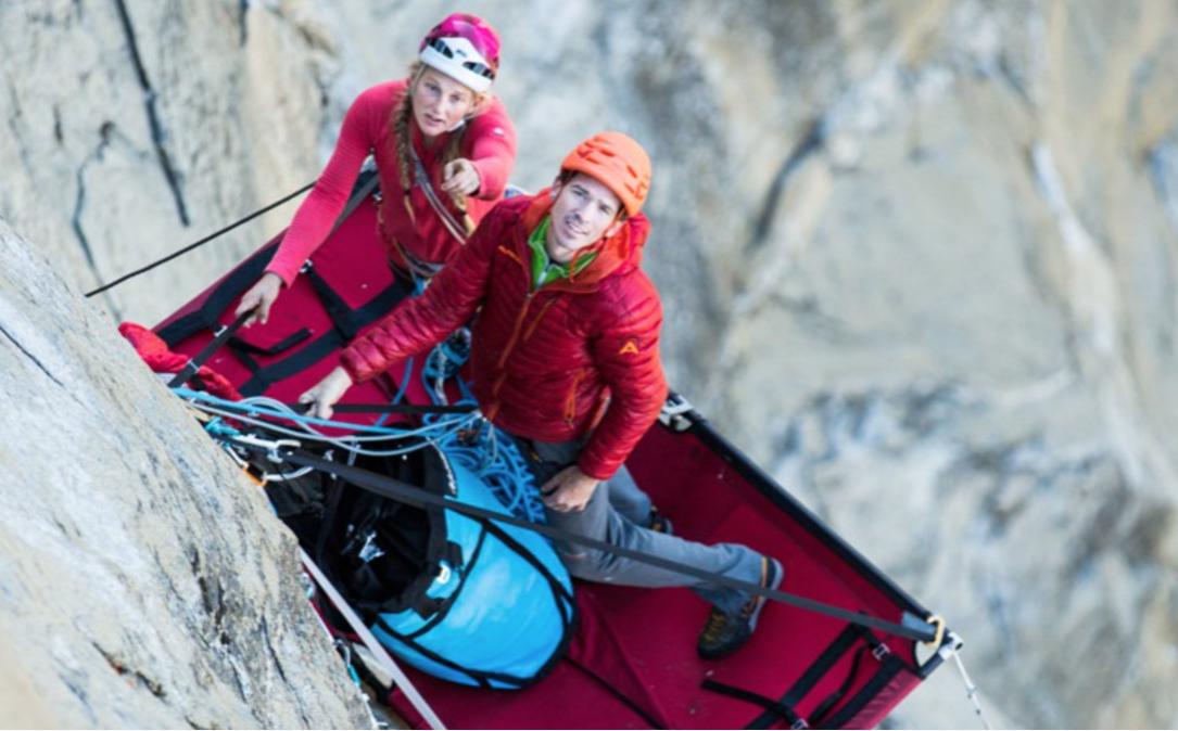 Emily Harrington sammen med kjæresten Adrian Ballinger på den 41 taulengder lange ruta Golden Gate (5.13b) på El Capitan i Yosemite. Foto: Skjermdump fra filmen