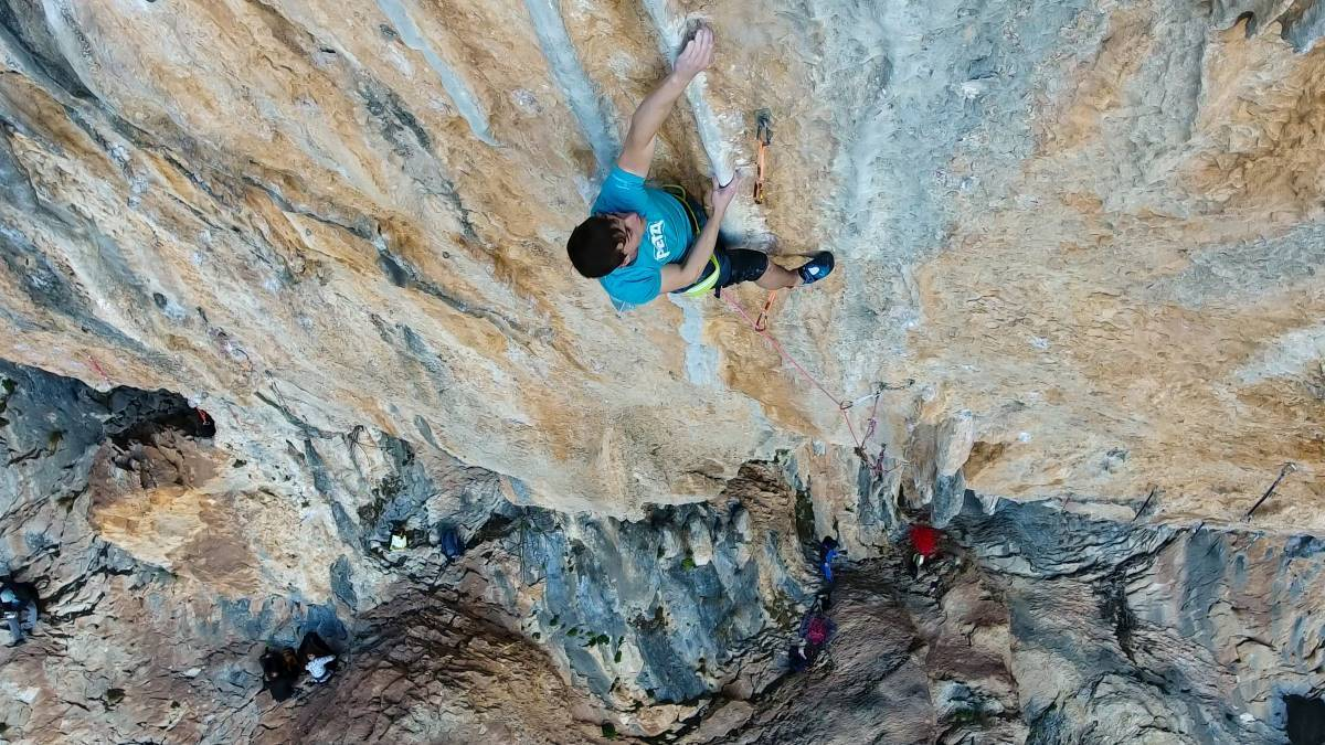 PERSER IGJEN: Leo Ketil Bøe på ruta Md Mda (8c+) i Spania. Foto: Henning Wang