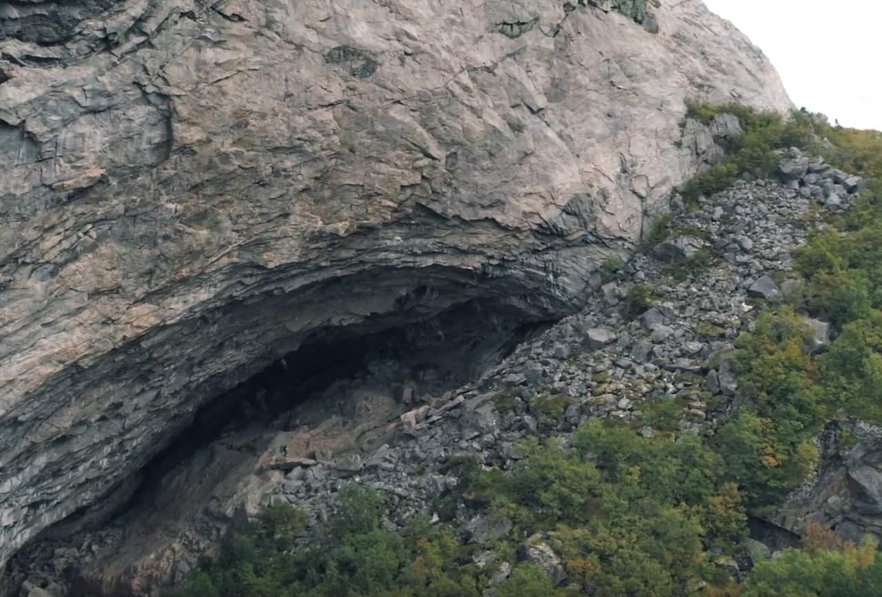 Hanshelleren ved Flatanger, åsstedet for bestigningen av verdens hardeste sportsklatrerute, Silence (9c).