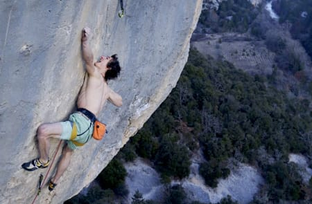 Adam Ondra flasher Supercrackinette (9a+). Foto: Bernardo Gimenez.
