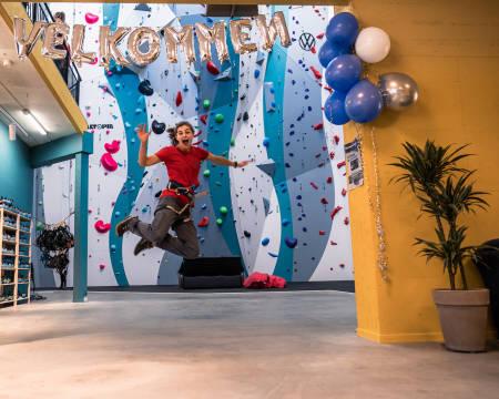 NYTT KLATRESENTER: På Klatreverket Kristiansand kan du boltre deg på en klatreflate med 1600 kvadratmeter. De åpnet lørdag 21.august. Foto: Emilie Holman Elvebråten