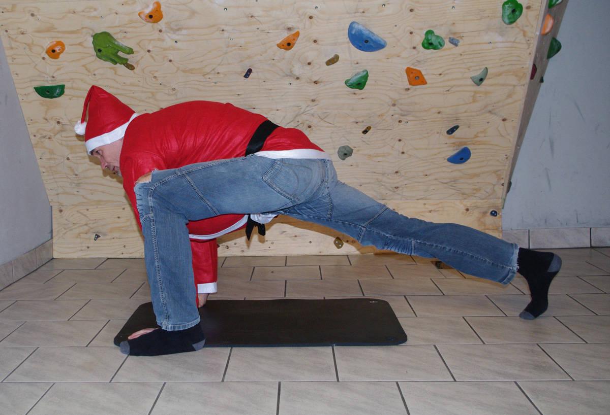 PÅ DEN SJETTE DAG: Sankt Nicholas kunne utvilsomt vært en dyktig klatrer, og han ville sikkert fulgt nissens øvelser til punkt og prikke.