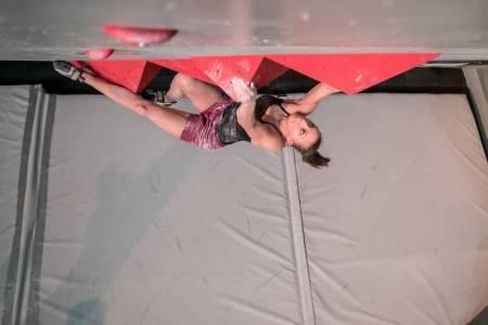 Se hele kvalikene i NM i buldring. Her er Sunniva Haave fra en tidligere konkurranse. Hun konkurrerer i senior damer.