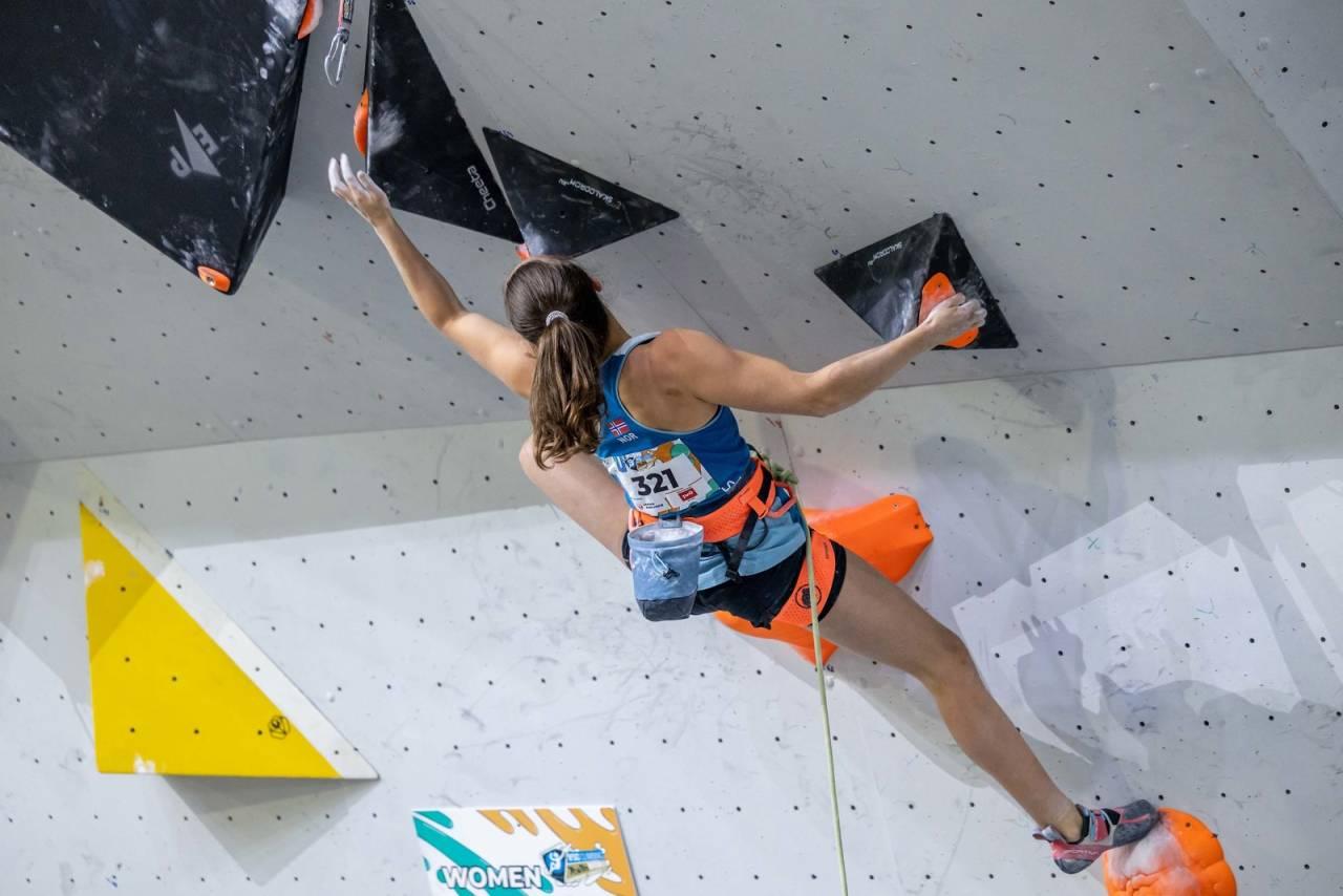 13.PLASS: Ingrid Kindlihagen har gjort det jevt i mesterskapene i år, og hun endte på 13.plass i verdensmesterskapet i buldring. Foto: Jan Virt/IFSC