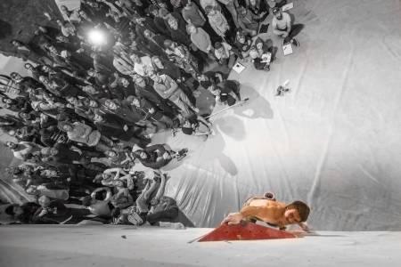 NM I BULDRING: I de nye rå lokalene på Grip Sluppen vil årets NM gå av stabelen. Her fra et tidligere NM på Trondheim klatresenter med Thilo Schröter i aksjon. Foto: Øyvind Salvesen