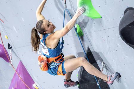 Ingrid Kindlihagen lader opp til kvalifiseringens hopp. Foto: Jan Virt/IFSC