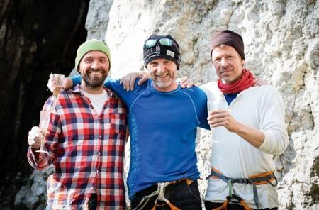 Premie: Forleggeren til Jo Nesbø kom med sjampanje etter endt dyst. Fra venstre Dag Hagen, Jo Nesbø og Lars Borg. Foto: Piotr Droždž