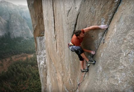 Tommy Caldwell på The Dawn Wall i Yosemite. Foto: Skjermdump fra traileren
