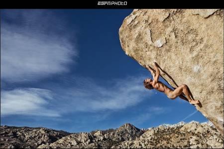 Chris Sharma naken på fjellet. Faksimile fra http://espn.go.com/. Foto: Boone Speed
