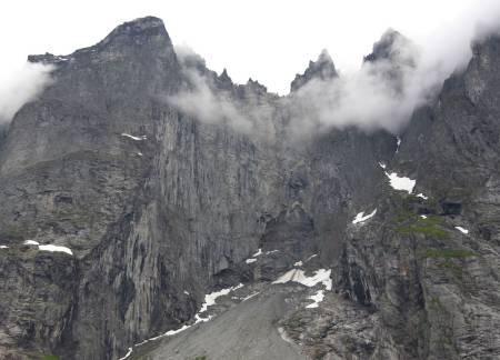 Trollveggen med introsvaene under. Foto: Dag Hagen