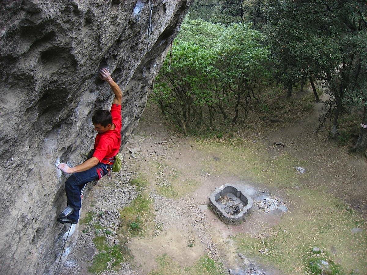 Klatrer på Masiosare un extraño enemigo (5.13c/9-/9), på feltet Jilotepec, ikke langt fra hovedstaden. Foto: Fra climbing-mexico.over-blog.com