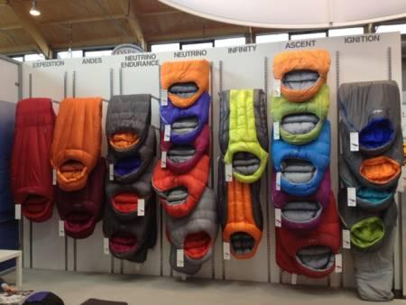 Britiske RAB er eksperter på dun. Nå kommer de første soveposene med innslag av kunstfiberfyll.