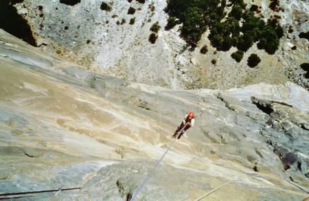 JUMARERING: I friluft, høyt oppe på ruta Eagles Way, El Cap i Yosemite. Foto: Bjarte Bø