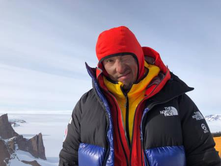 KOMPLETT: Hvis fjellet er bratt, stort og ligger på et utilgjengelig sted, er Jimmy Chin sine odds for å komme seg til topps på det temmelig gode. Foto: Conrad Anker