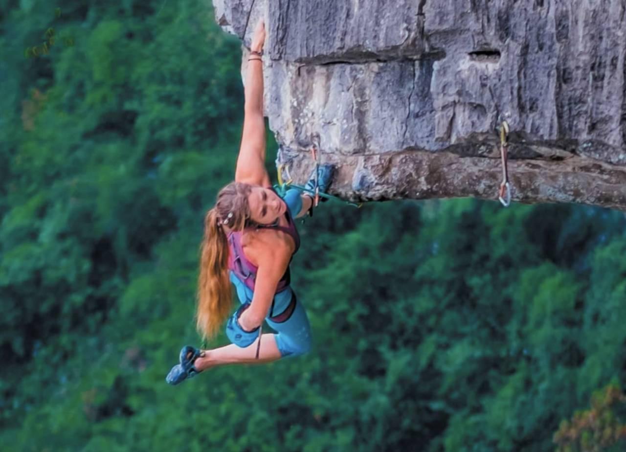 I bratta: Rannveig Aamodt klatrer i Kina. Foto: Nathan Welton