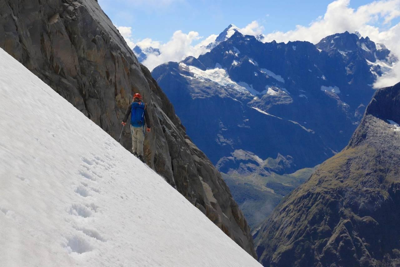 FALLSTEDET: Evan fortsetter nedover. Bildet er tatt omtrent der jeg gled ut, etter at jeg kom opp igjen. Foto: Stein Tronstad