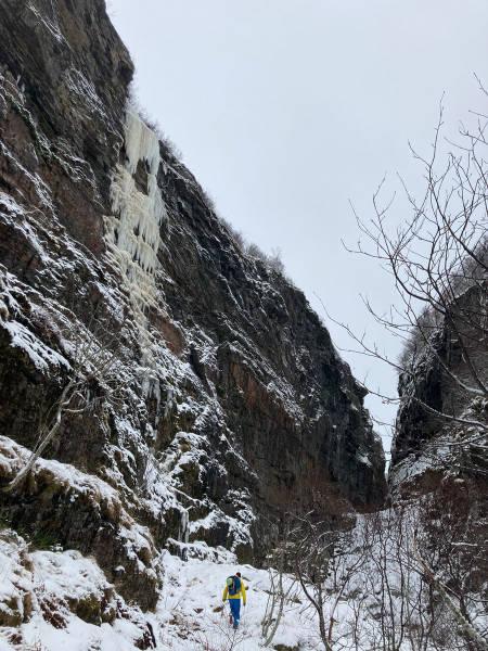 Bratt is og miks i Djupdalen.