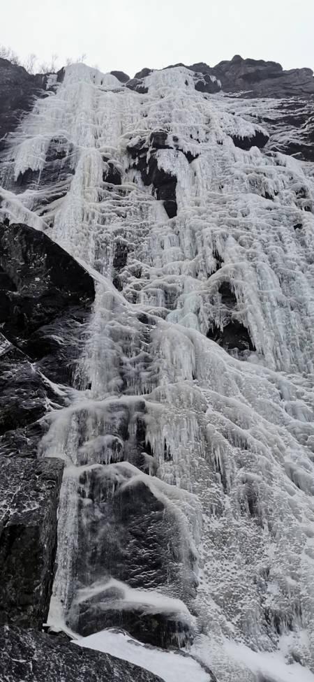 Bratt isklatring i Skjørafjorden.