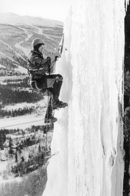 Tomas Carlström henger i pysekrok på Haugsfossen i 1980. Foto: Jon Gangdal