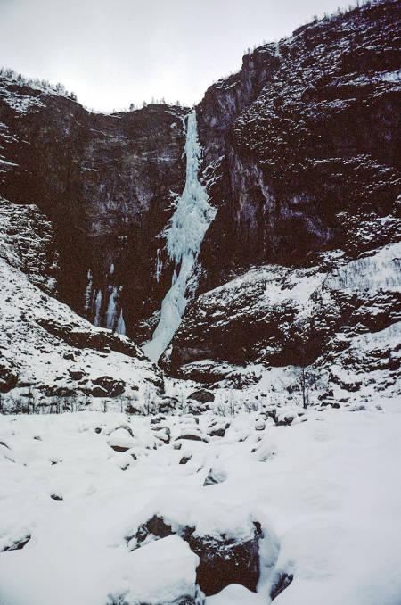 Vettisfossen mars 1977. Foto: Rob Taylor