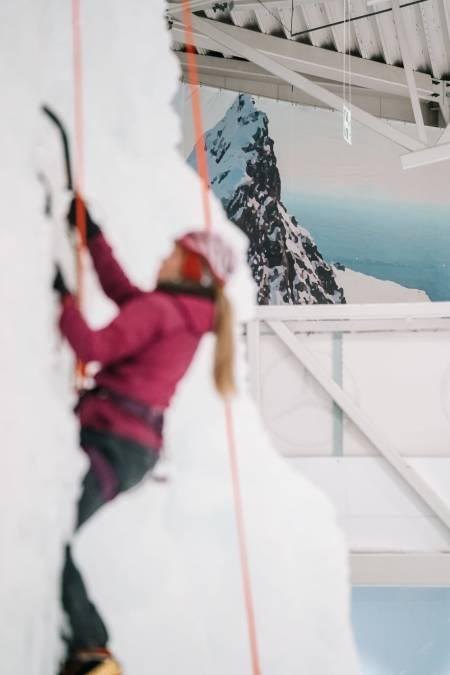 Omgivelsene og bildene på veggen gjør at du får litt fjellfølelsen. Foto: Anders Vestergård.