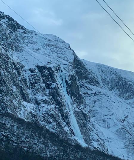 Selveste Tågbekken WI5. 850 meter isklatring. Foto Emil Bråten