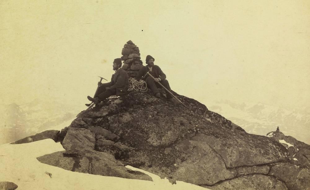 Orginal bildetittel: Varden paa højeste nordlige Maradalstind Fotograf: Carl Hall