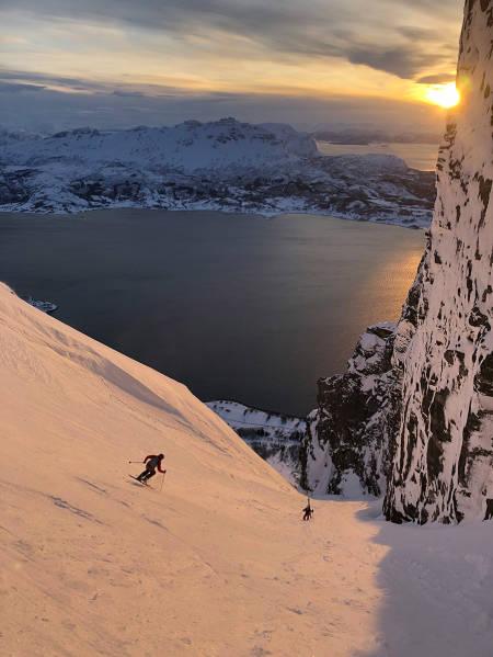 På Andørja ble rennene fra Åtinden selvsagt besøkt, 1000 meter ned i havet. Foto: Philippe Batoux