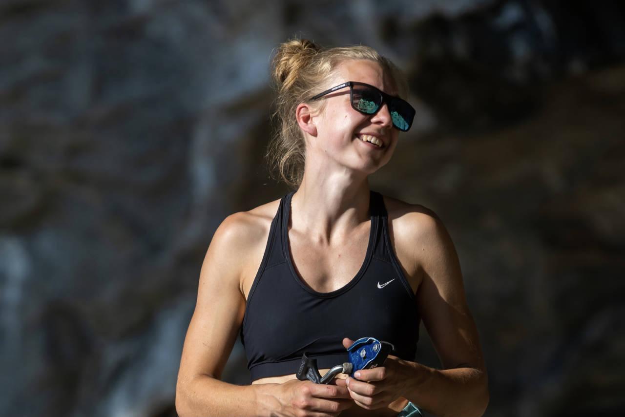 Denne dama topper lista over de ti mest leste sakene på norsk-klatring.no i mai. Foto: Henning Wang