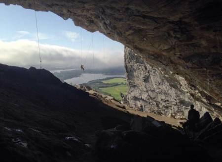 Høyt henger de og motiverte er de. Men hva er det virkelig som driver en klatrer. Mirna Mandic har forsket på dette i sin hovedoppgave ved NTNU. Foto: Mirna Mandic