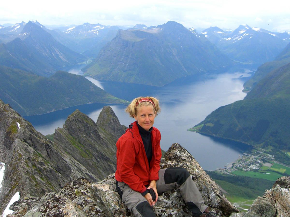GODE MINNER: Annika Bråtveit Klippenberg var første kvinne opp Kjerag og leder i Bratte Rogalands Venner (BRV) i flere år. Foto: Privat