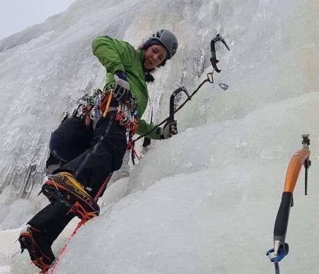 Kjersti Hervik klatrer is.