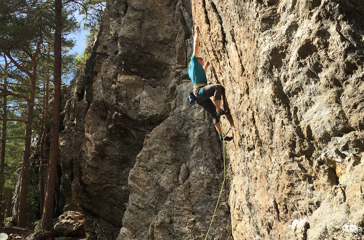 ILDSJEL: Rune Kvalsnes har bolta rundt seksti ruter i Oppdal, og fem nye klatresektorer. Foto: Privat