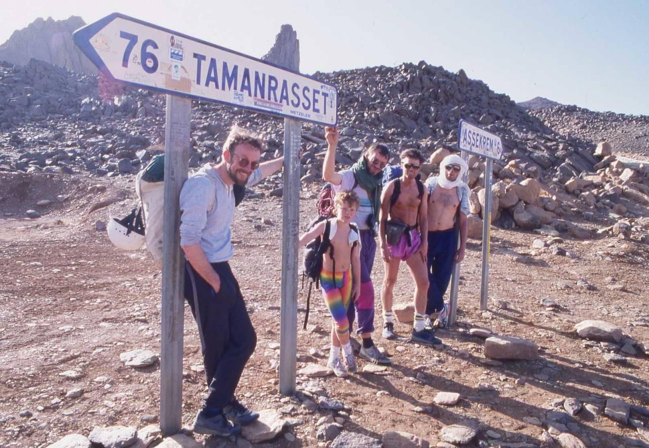 Februar 1991: Bjørn Backe, Espen, Olav Nilsen, Hans Hynne, Eivind Rødahl i Algerie. Foto: Iver Gjelstenli