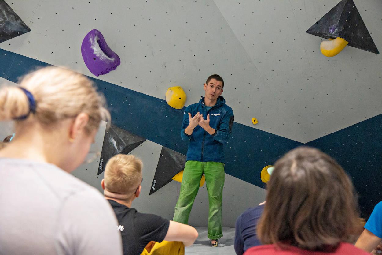 Norges klatreforbund endrer klubbutviklingsmodellen. Her er Adam Pustelnik på kompetansesamlingen til NKF i Bodø i 2019. Foto: Chad Stokes