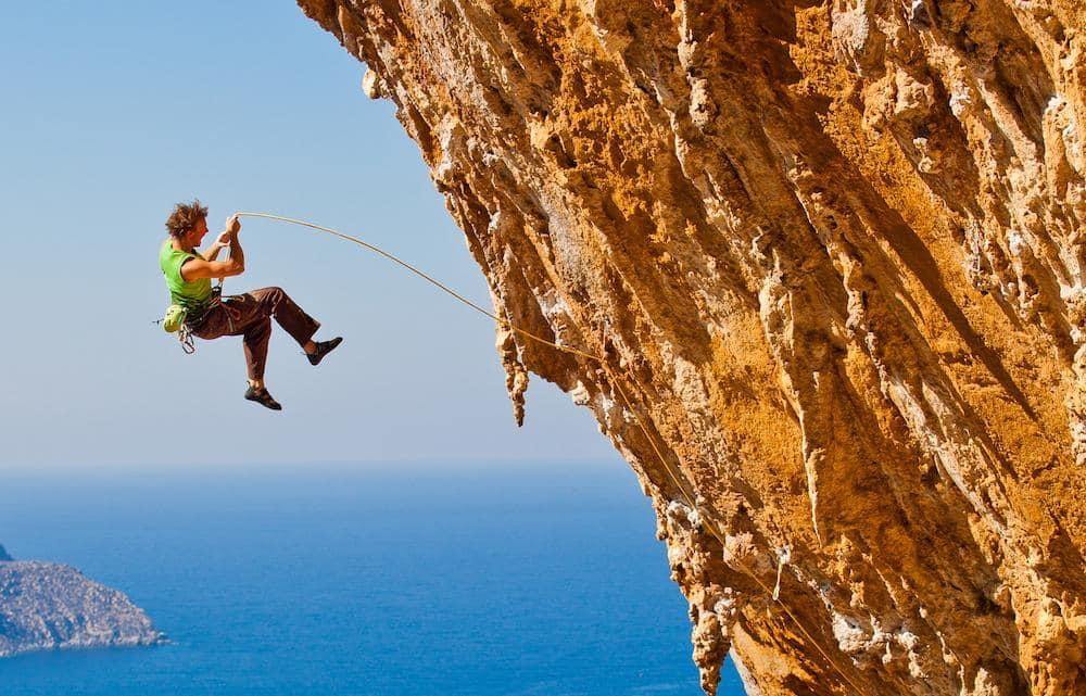 NEEEEI! Eller er det jaaaaa? Det kan det bli om du trener på fall. Her tryner Jon Olav Grepstad langt på Aegialis (7c) i Grande Grotta på Kalymnos. Foto: Terje Aamodt