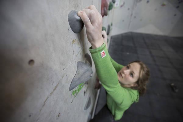 Tina J. Hafsaas viser teknikker for viderekomne i denne episoden av Klatreskolen. Bilde: Christian Nerdrum