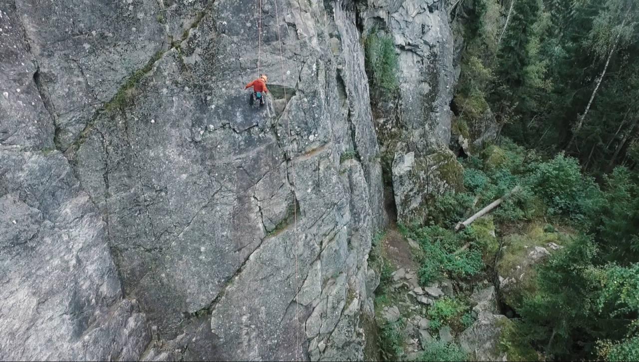 VÆR VARSOM: Fjellet «lever» og mennesker kan gjøre feil. Klatreskolen ser på hvordan du kan få bedre marginer når du klatrer. Foto: Christian Nerdrum
