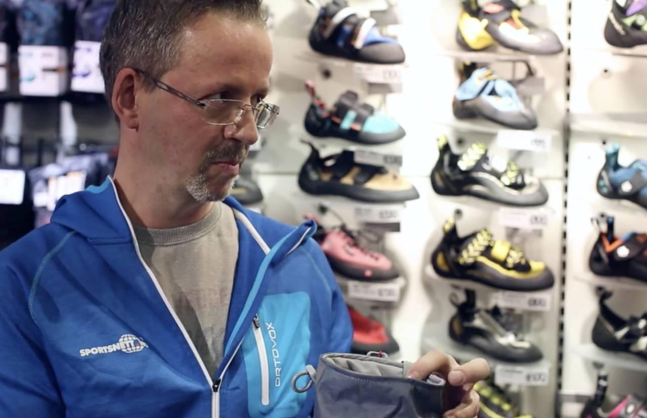 Klatreekspert Henrik Hugnell fra Sportsnett forteller om utstyr. Foto: Christian Nerdrum