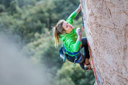 Tina Hafsaas er en av våre fremste konkurranseklatrere og er en dame med god utholdenhet. Foto: Jan Novak Photography/Arcteryx