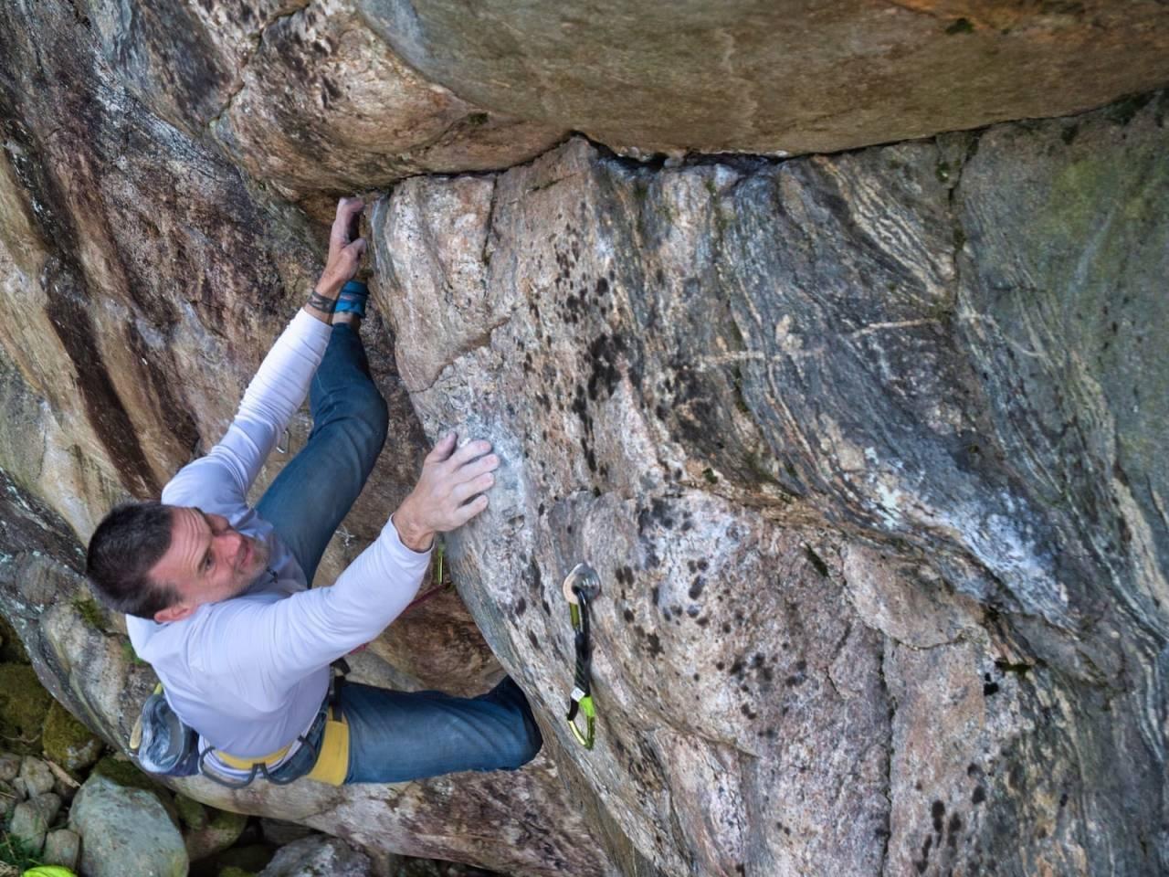 FORSKER: Gudmund Grønhaug samarbeider med Tallie Casucci fra universitetet i Utah om forskning relatert til klatring, skader, covid-19 og informasjonssøking. Nå trenger de dine svar! Foto: Jørgen Hauge Skogmo.