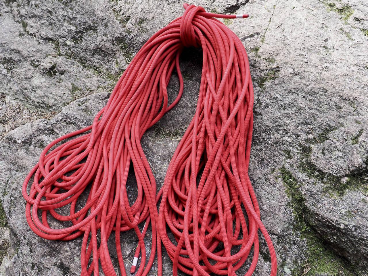 TENDON MASTER PRO: Et solid og smidig uteklatretau for de erfarne klatrerne. Foto: Lisa Kvålshaugen Bjærum